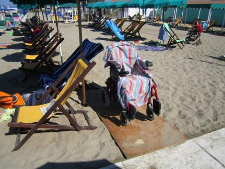 Postazione carrozzina sotto l'ombrellone